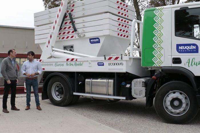 Entregan camiones para los municipios de Aluminé y Picún Leufú
