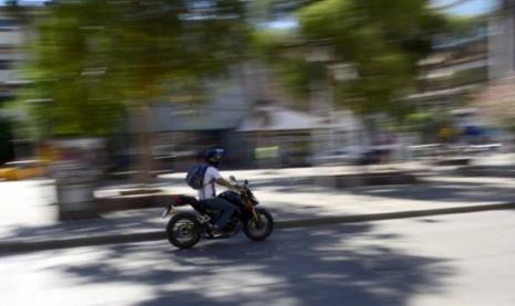 Motociclista apedrearon a inspector y lo mandaron al hospital