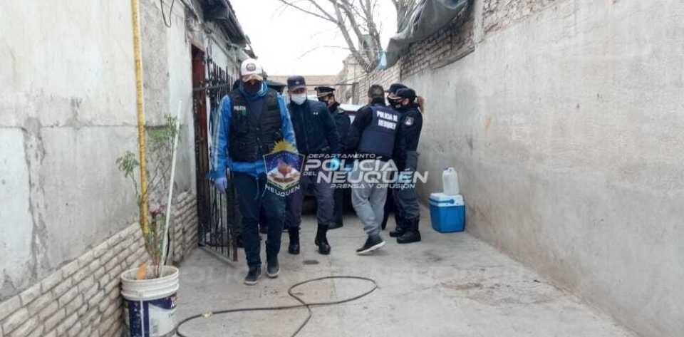 Cuatro personas demoradas en distintos allanamientos con secuestro de armas