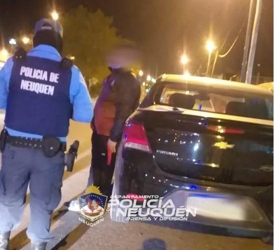 Policía frenó a un automovilista que realizaba maniobras peligrosas: estaba alcoholizado