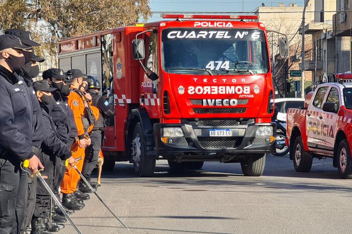 Provincia compra 49 equipos de protección a Bomberos de la Policía