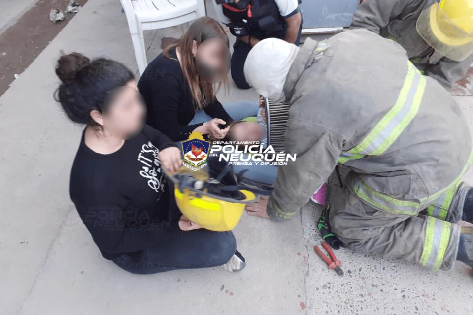 Bomberos rescataron a una niña atrapada en un filtro de aire para camiones